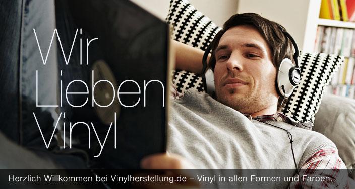 Slide-Folie – Mann auf Sofa mit Kopfhörern – Wir lieben Vinyl